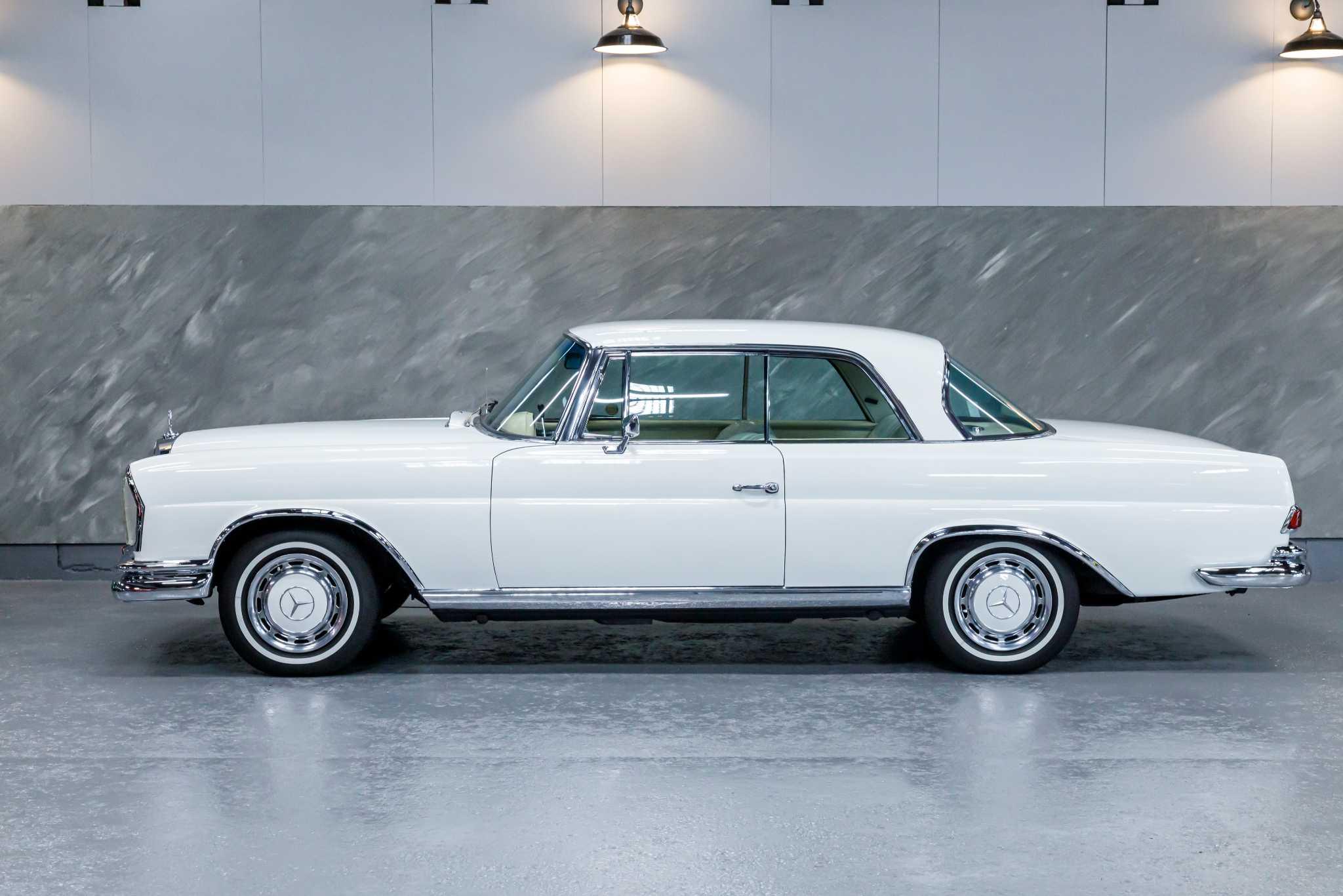 1968 年 メルセデスベンツ 280SEクーペ(白/白)