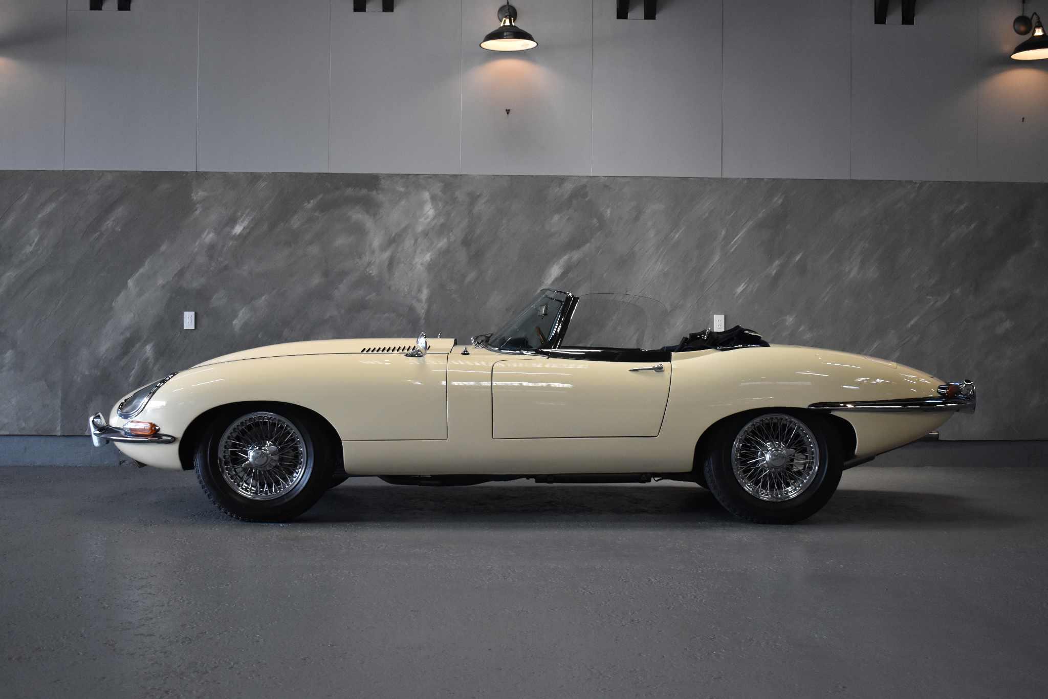 1966年 ジャガー Eタイプ シリーズ1/4.2 ロードスター